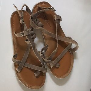American Eagle tan soft leather strappy sandals 6